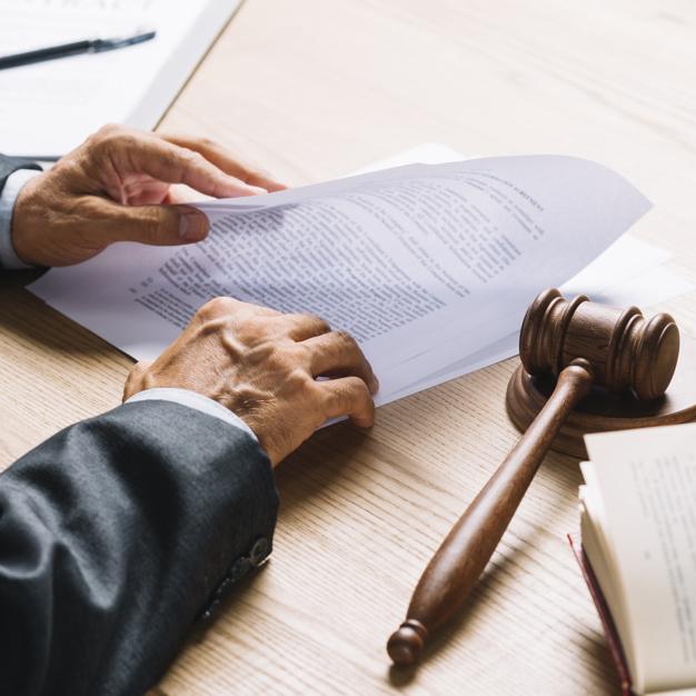 Faire appel à un avocat pour défendre son contrat de travail